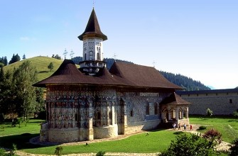 8 days for a tour of Transylvania and painted Monasteries