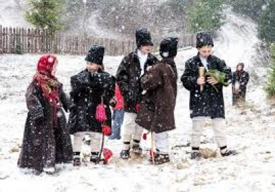 Information on traditions and folk or Christmas songs in Romanian and western countries