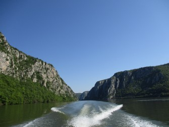 Boat trip on the Danube in the Cauldrons Area